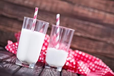 fresh milk in glasses on the wooden table
