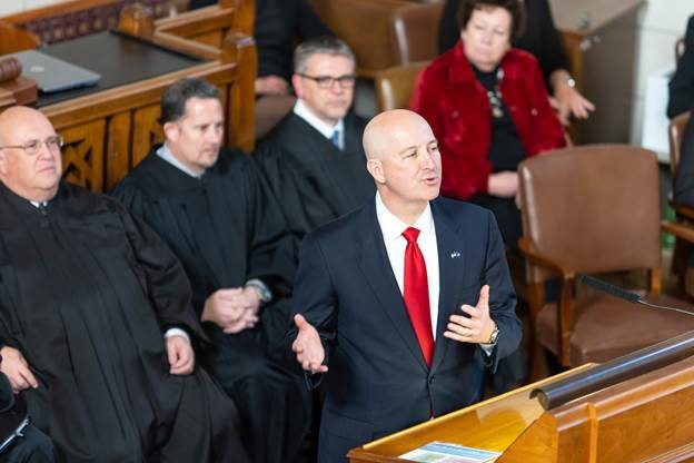 Governor Ricketts gives inauguration speech at legislative session