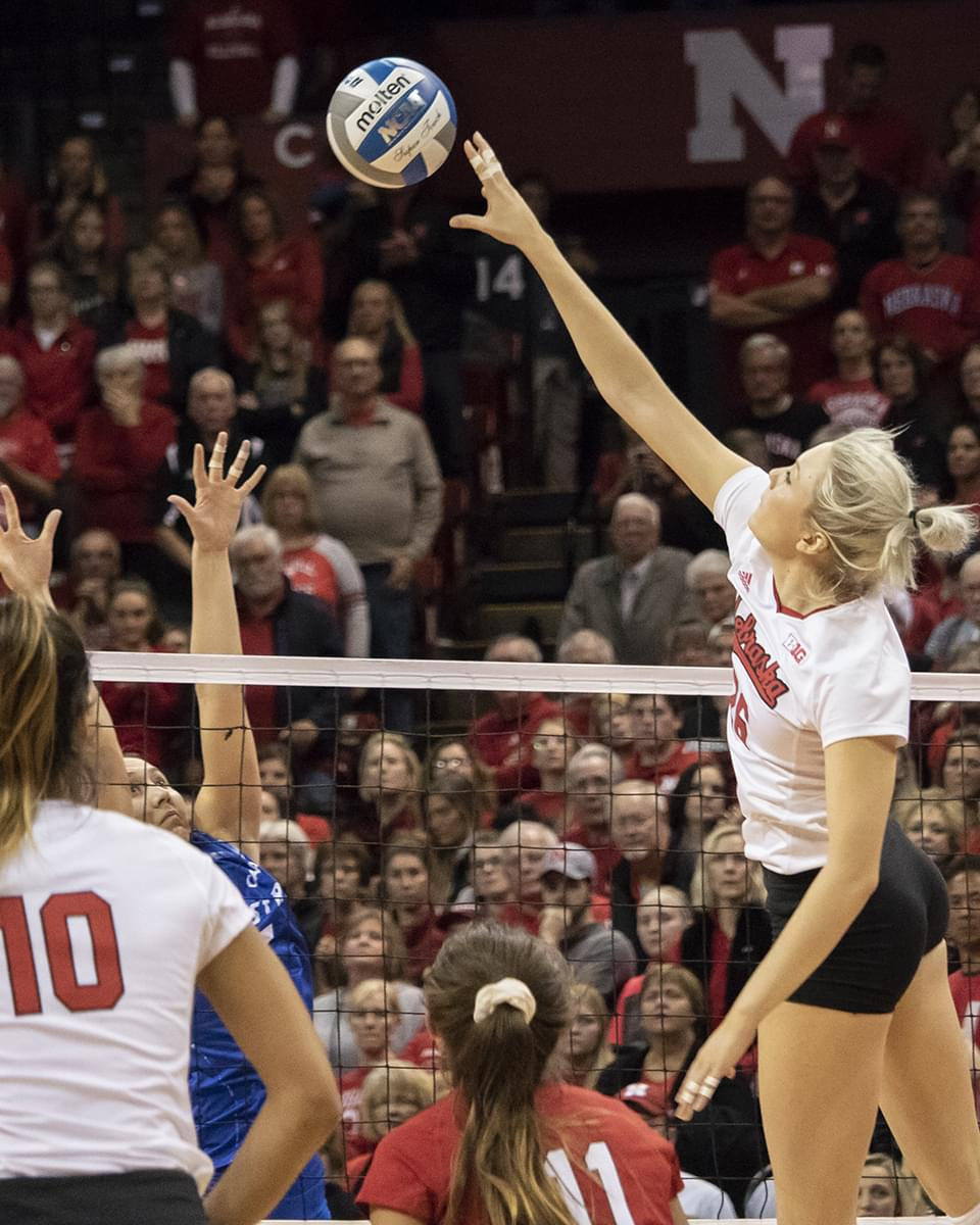 Huskers Sweep Kentucky in Regional Semifinal