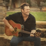 Blake Shelton Had A Little Fall On Stage