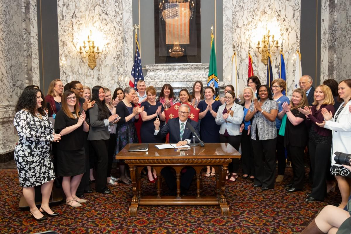 Inslee signs executive order helping military spouses and veterans find jobs, training