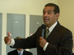Former LA Mayor Antonio Villaraigosa brings his gubernatorial campaign to Bakersfield
