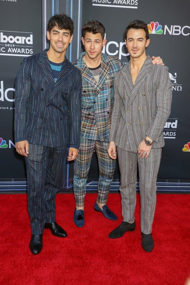 Can the Jonas Brothers take the top spot on the Shooting Stars Countdown?