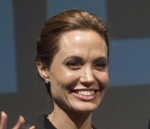 "Angelina Jolie says ""No"" to co-parenting classes with Brad Pitt"