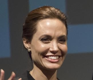 """Angelina Jolie says """"No"""" to co-parenting classes with Brad Pitt"""