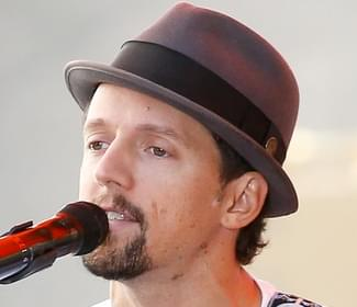 Jason Mraz gives a concert for one