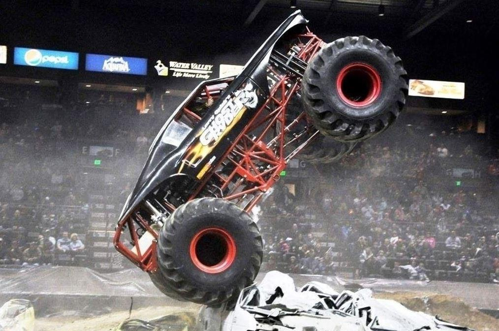NO LIMITS MONSTER TRUCKS AND THRILL SHOW