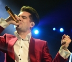 "Brendon Urie Defies Gravity In New Panic! At The Disco Music Video For ""High Hopes"""