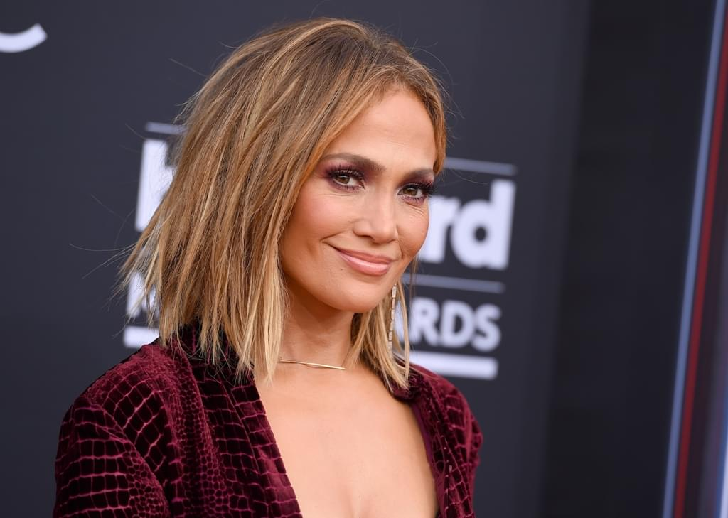 WATCH: J. Lo Slips on Stage
