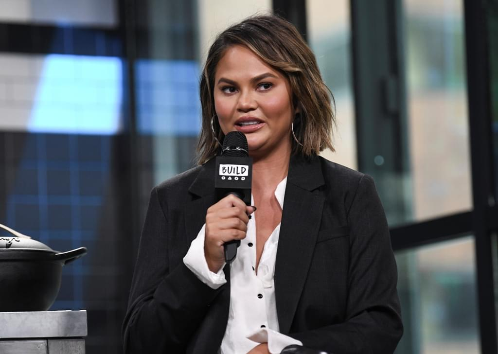 WATCH:  Chrissy Teigen's NYE Umbrella Attack!