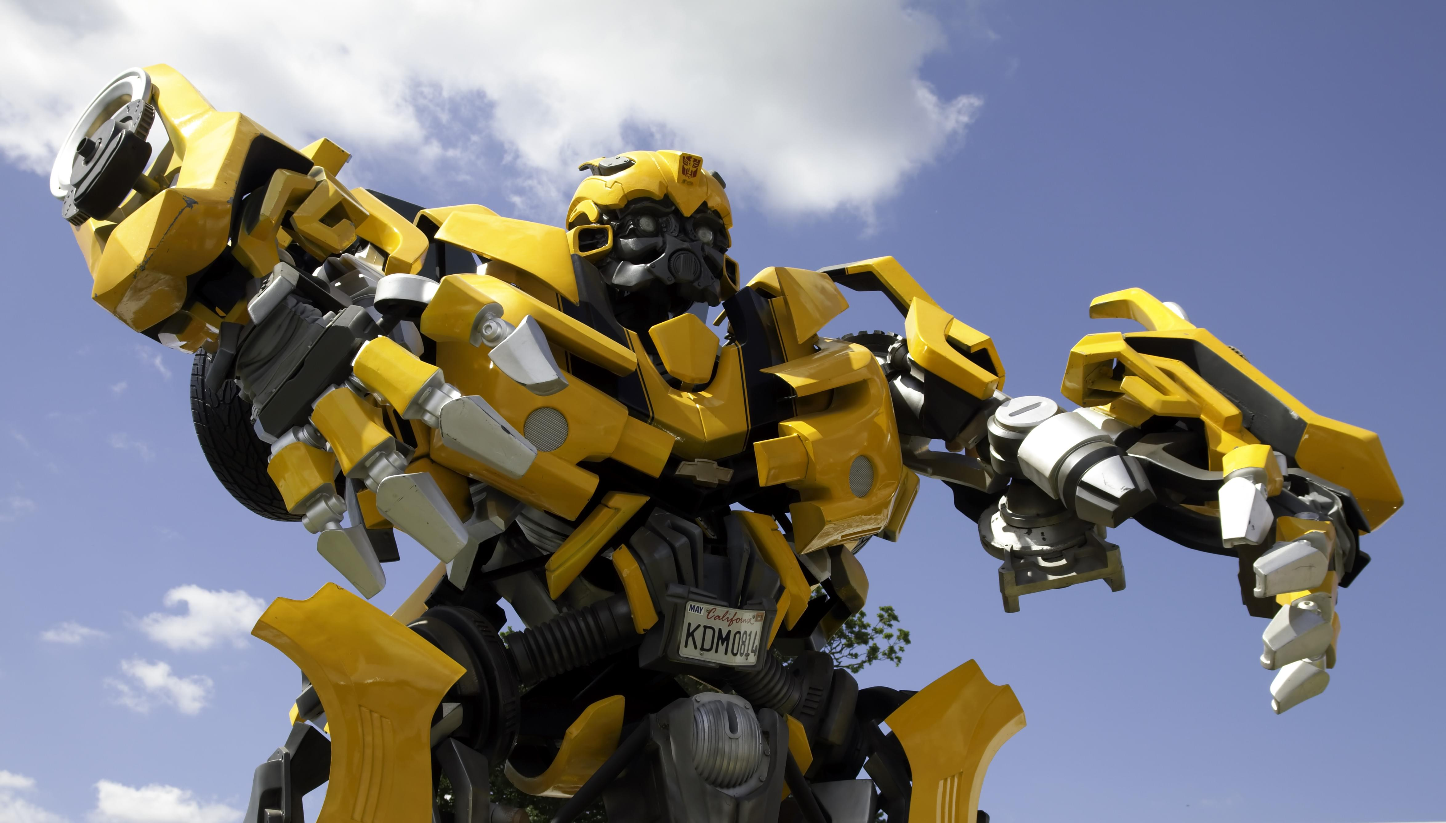 """Check out new trailers for the """"Transformers"""" spin-off """"Bumblebee"""", """"The Lego Movie 2: The Second Part"""", and """"Mortal Engines"""""""