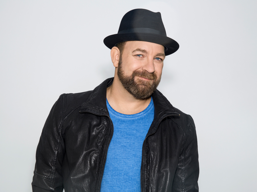 """What's New? Kristian Bush Talks New Musical, """"Troubadour,"""" New Single, """"Sing Along,"""" and Producing Lindsay Ell's New Album"""