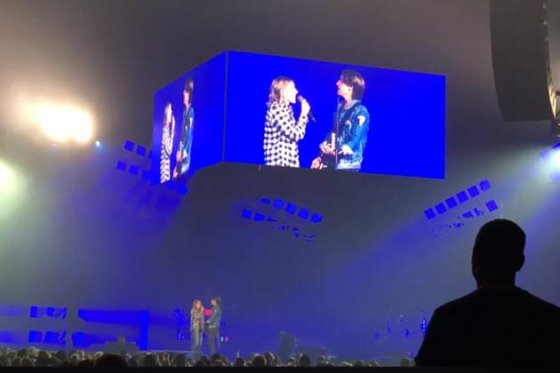 Keith Urban Pulls A Fan On Stage To Sing With Him
