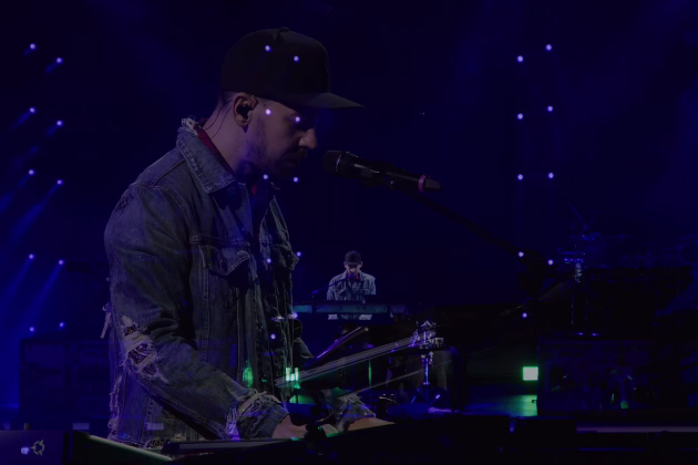 """Mike Shinoda Performs New Song """"Looking For An Answer"""" At"""