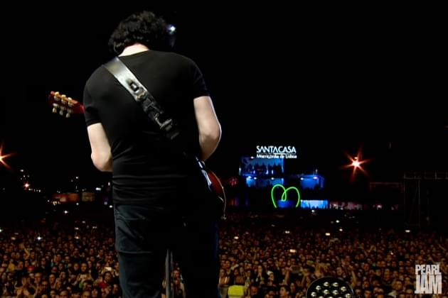 "Pearl Jam Release Live Video Of ""Rockin' In The Free World"" With Jack White!"