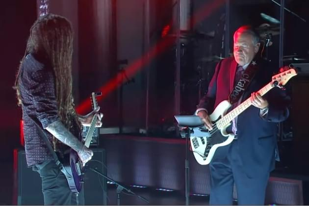Head From Korn Jams With Governor Huckabee [VIDEO]