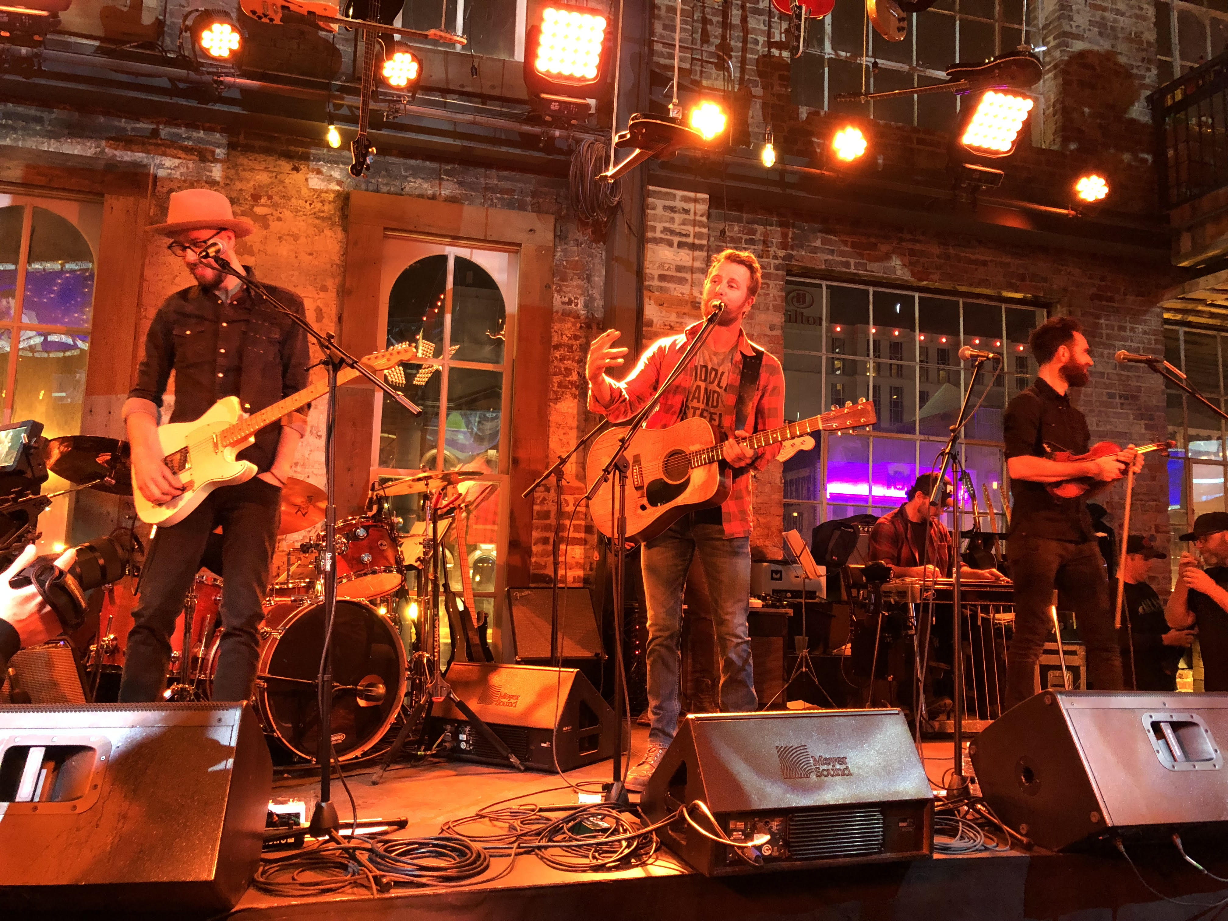 dierks bentley's whiskey row grand opening + elaina's review | nash-nl