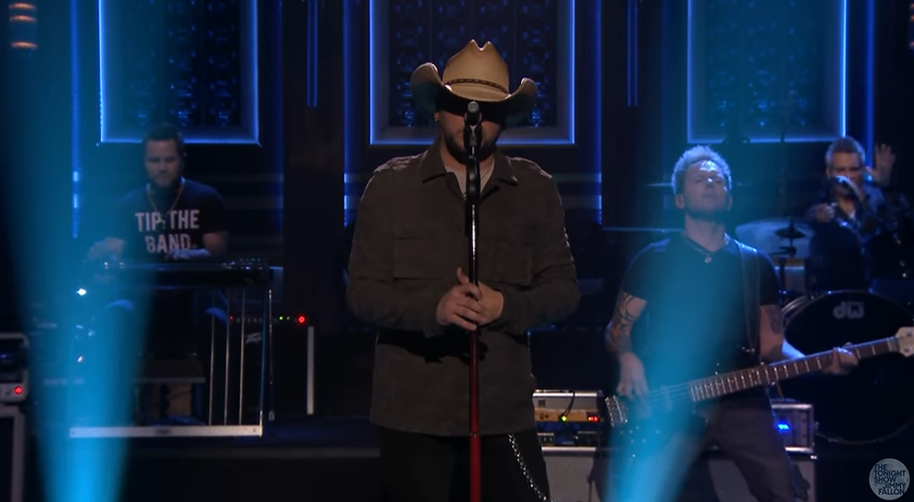 "Jason Aldean Performs ""You Make it Easy"" on Fallon"