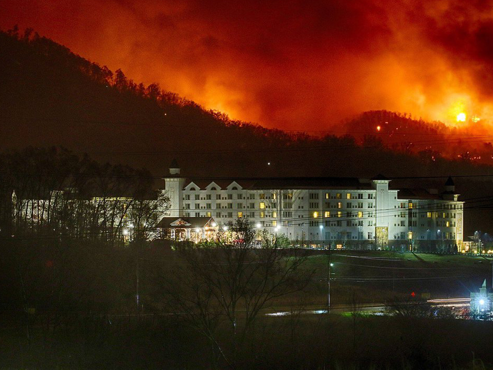 Wildfires Threaten Dollywood Theme Park & Prompt Evacuations; [Update] Statement From Dolly
