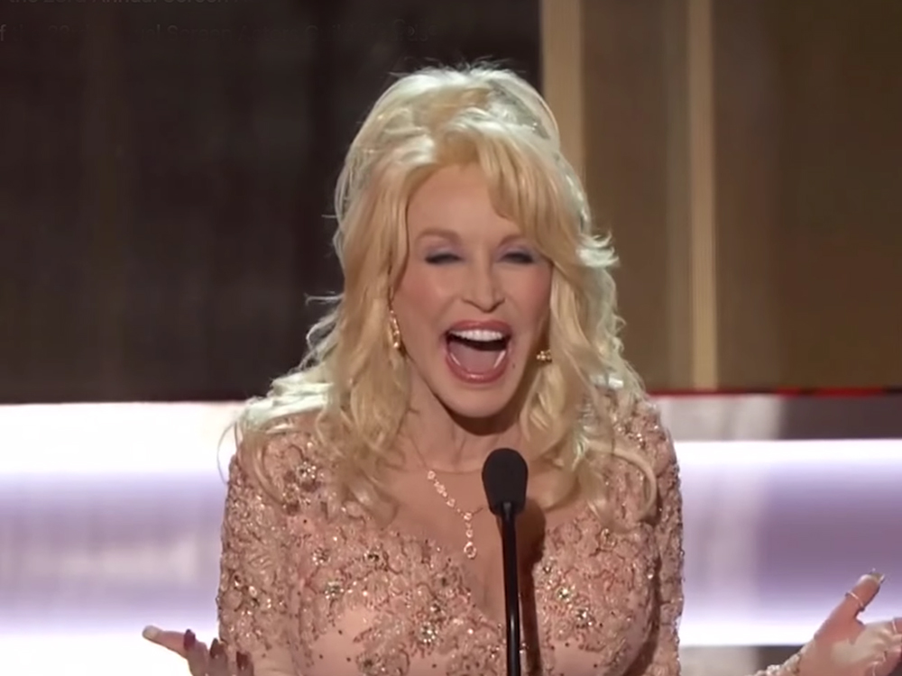 dolly parton gets standing ovation at screen actors guild