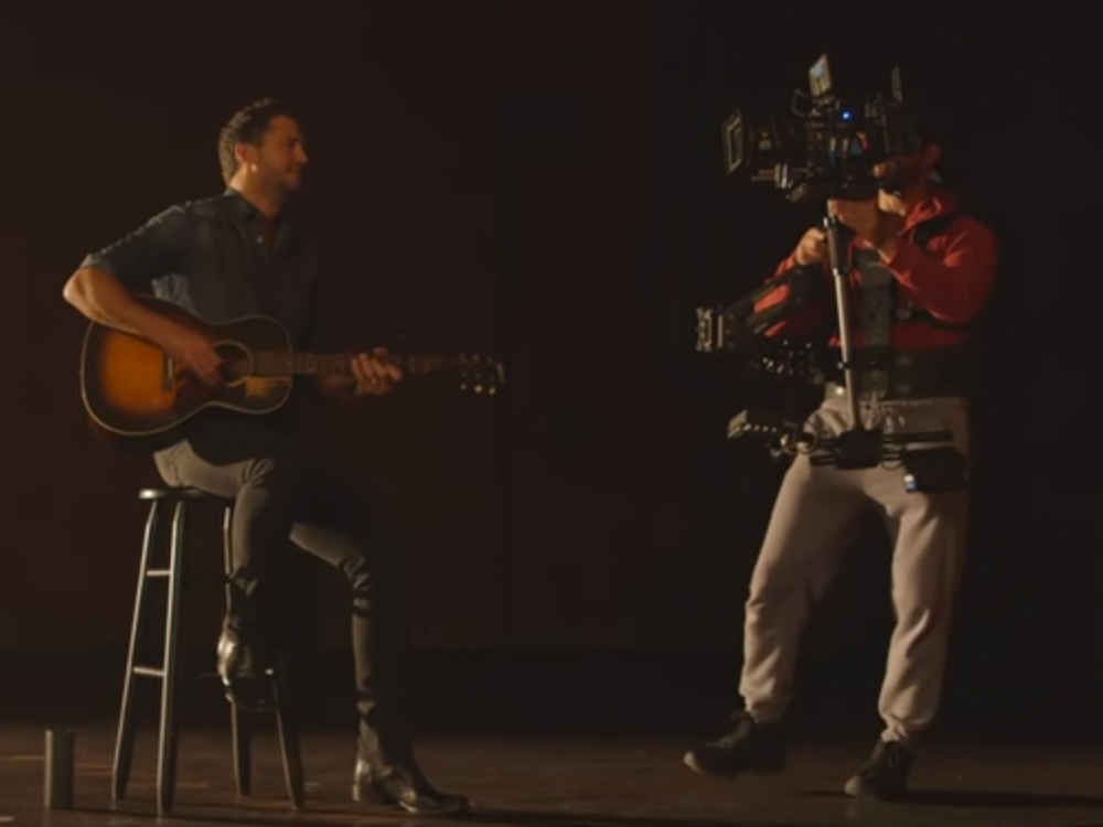 """Go Behind the Scenes With Luke Bryan as He Shoots the Music Video for """"Fast"""""""
