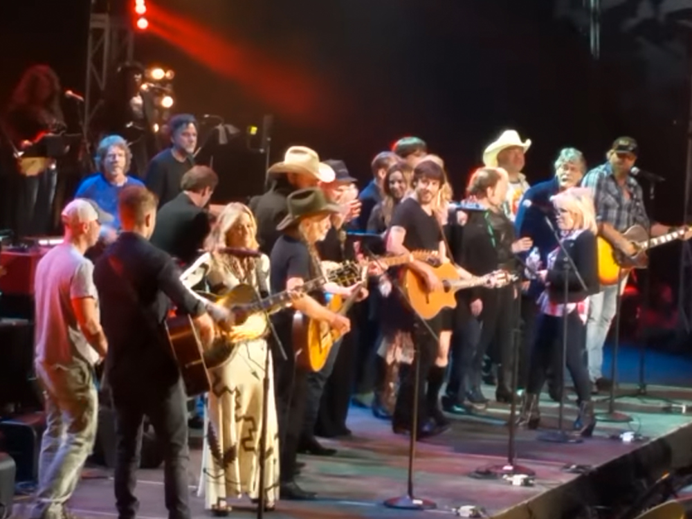"Watch Willie Nelson, Kenny Chesney, Toby Keith & More Sing ""Okie From Muskogee"" at Merle Haggard Tribute Concert"