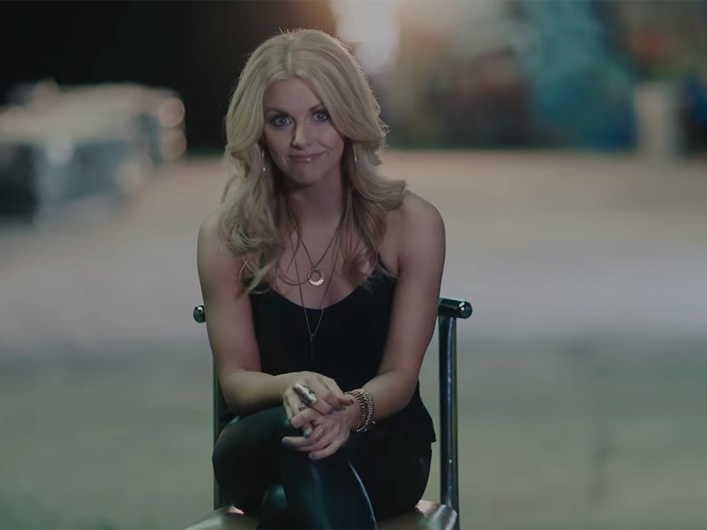 "Lindsay Ell Shares The Stories Behind Six Tracks From Her New EP, ""Worth The Wait"""
