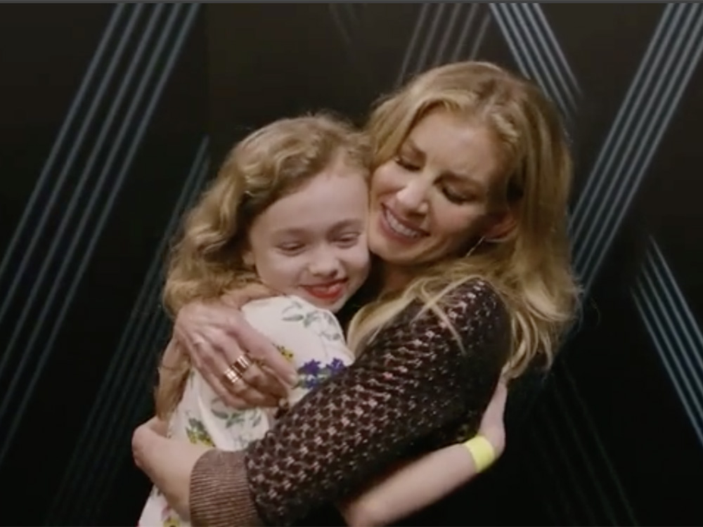 "Watch Faith Hill Win the Internet With Duet of ""Mississippi Girl"" With Adorable Young Fan"