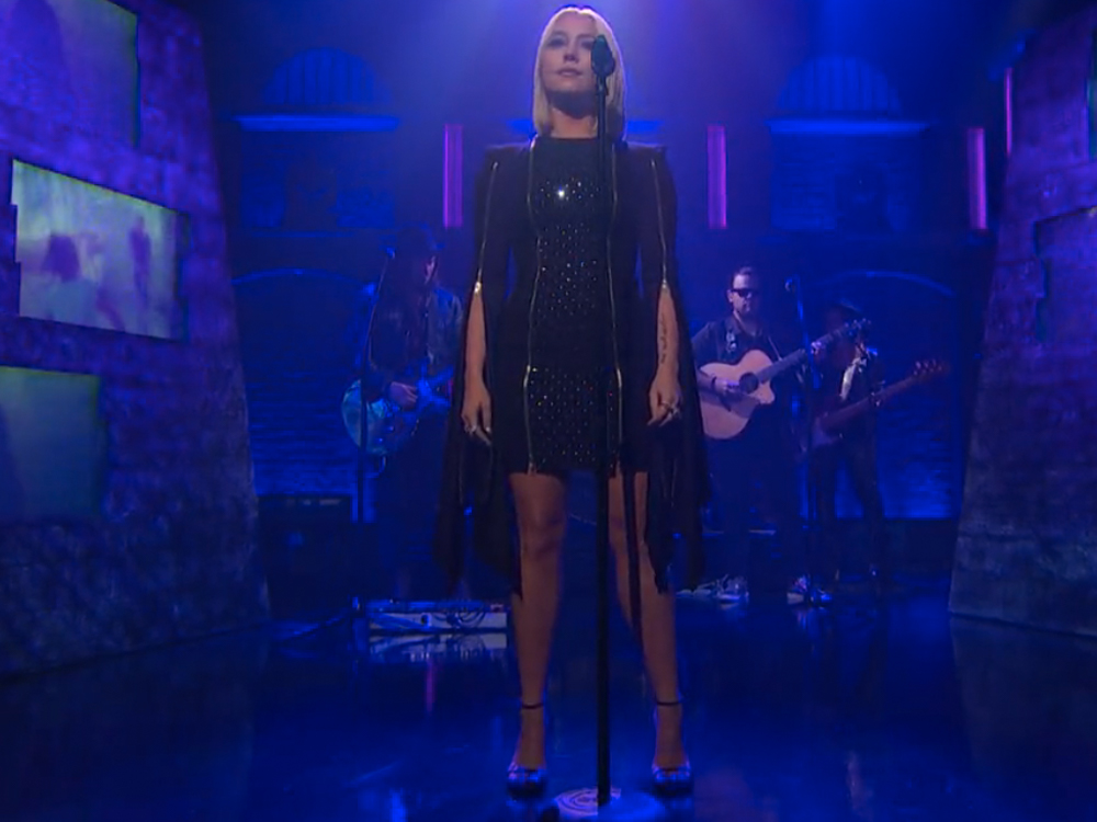 "Watch RaeLynn Make Her Late-Night TV Debut by Singing ""Love Triangle"" on ""Seth Meyers"""