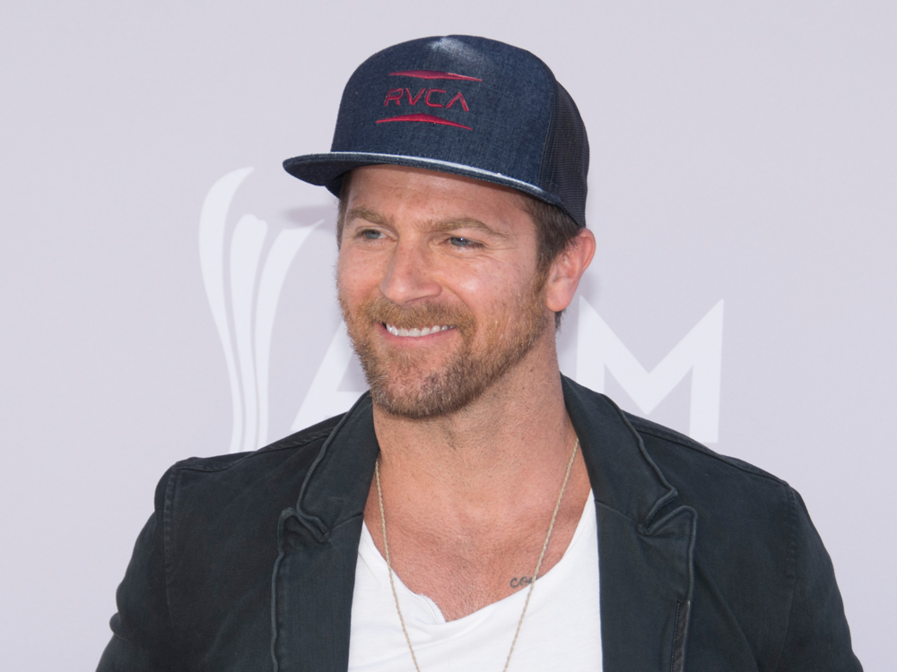 "Kip Moore Announces New Album, ""Slowheart,"" for Sept. 8 + Track Listing"