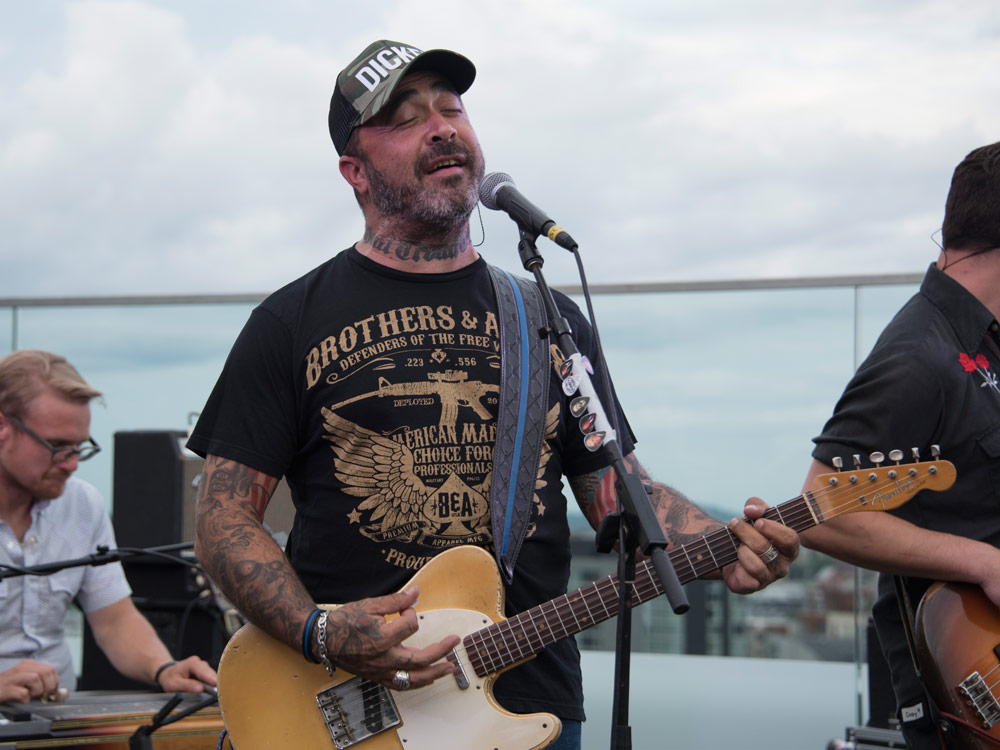 "Watch Aaron Lewis Drink a Shot, Sip a Beer, Smoke a Cig & Perform ""It's Been Awhile"""