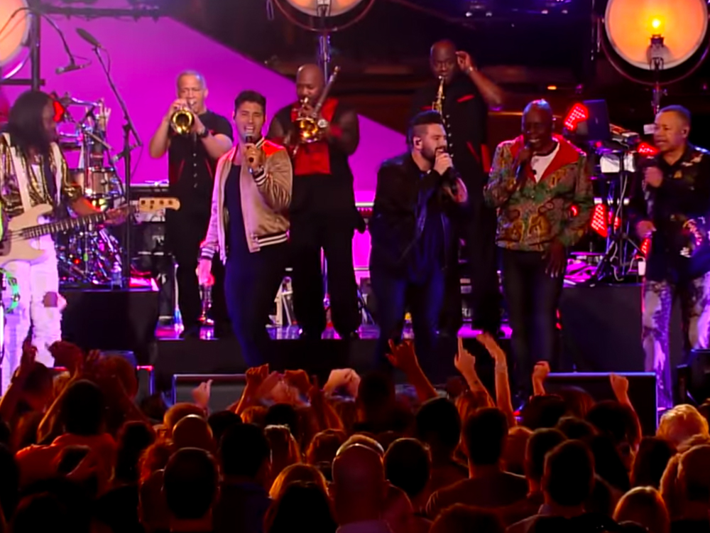 "Watch Earth, Wind & Fire Team With Dan + Shay, Darius Rucker, Rascal Flatts, Lady Antebellum & More on ""CMT Crossroads"""