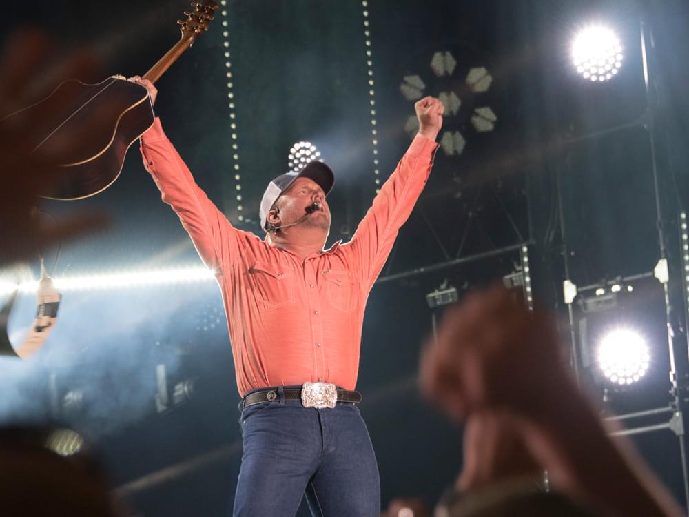 "Garth Brooks Is Entertaining Even When ""Ellen"" Fails to Scare Him [Watch]"