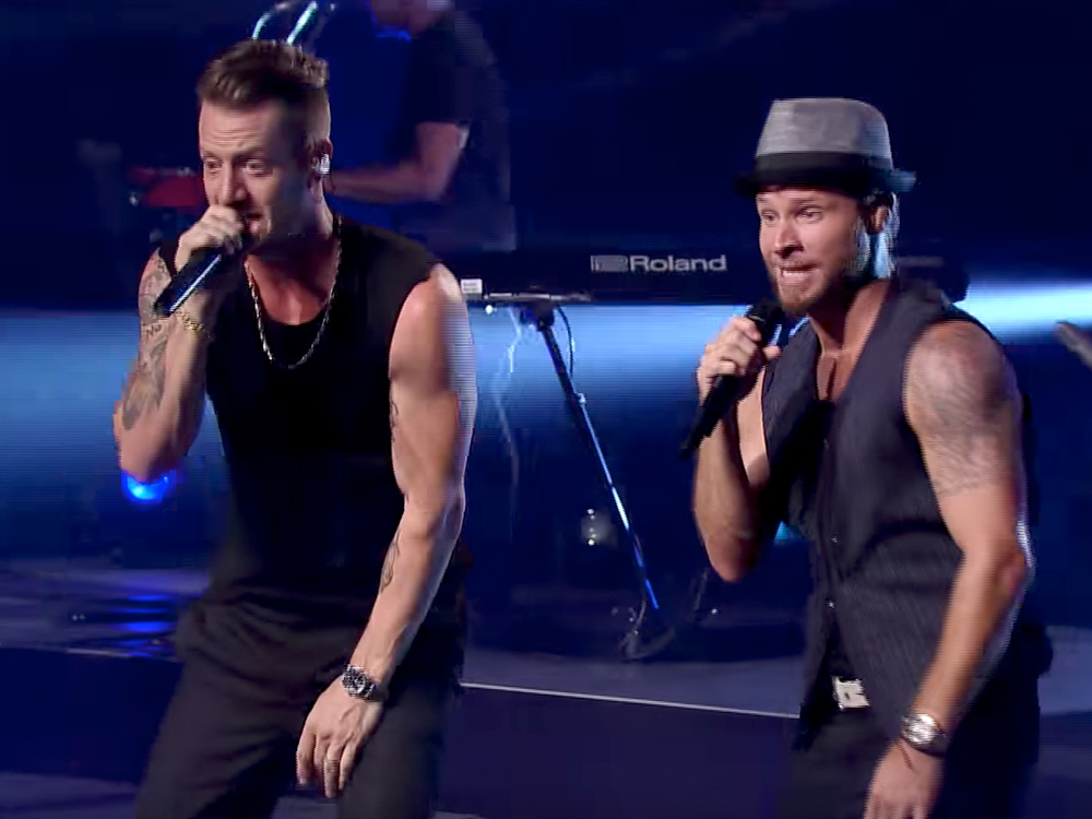 "Watch FGL + Backstreet Team Up for a #SleevesOptional Performance of ""Everybody"" on ""CMT Crossroads"""