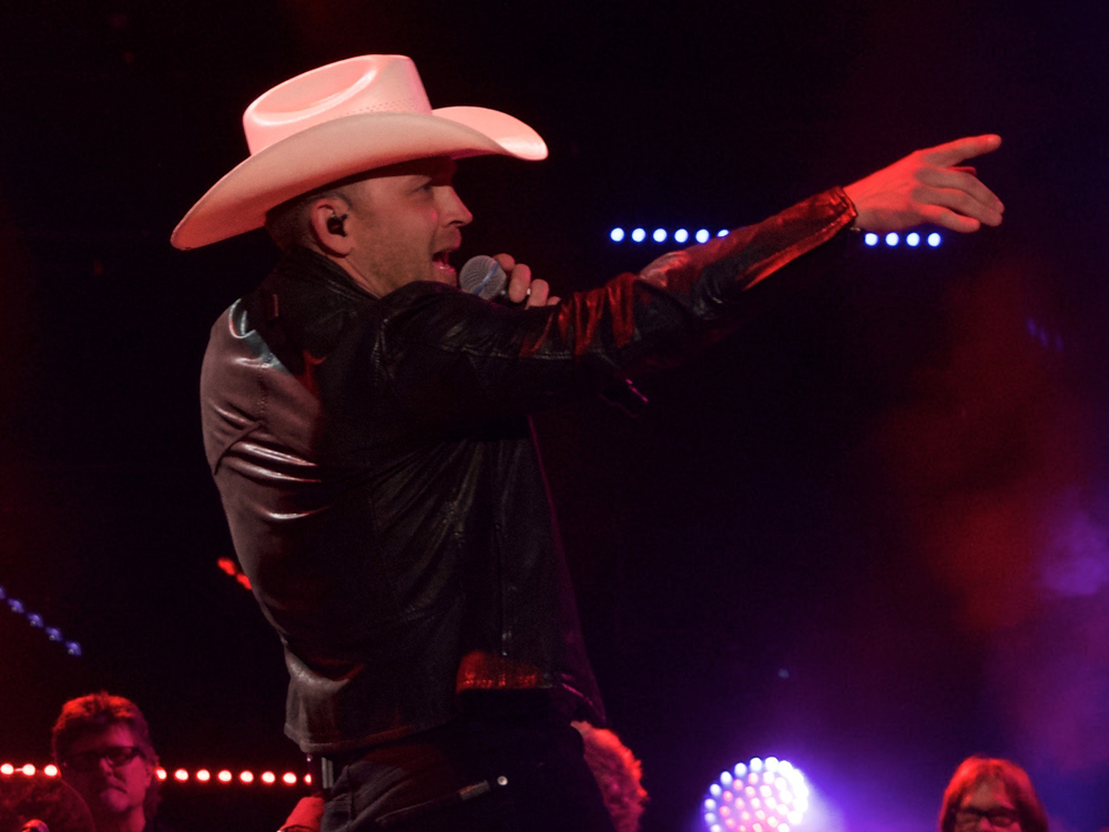 "Justin Moore Scores Seventh No. 1 With ""Somebody Else Will"" + Listen to His New Single"