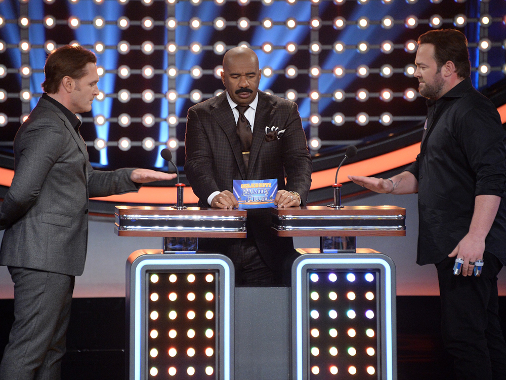 "Lee Brice's ""Redneck"" Family to Face Off Against Jerrod Niemann's ""Genius"" Family on Sunday's ""Celebrity Family Feud"""