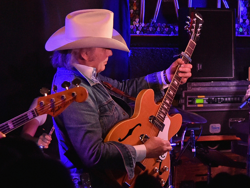 "Watch Dwight Yoakam Perform ""Little Sister,"" ""Please, Please Baby"" & More From Special SiriusXM Concert"