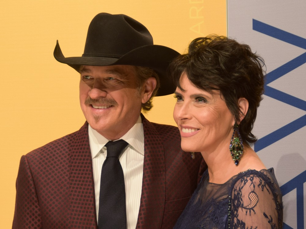 Wife of Kix Brooks Gets Facebook Message From Scammer Posing as Kix Brooks