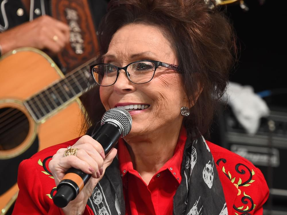 "Loretta Lynn ""Is in Good Spirits"" After Falling and Breaking Her Hip"