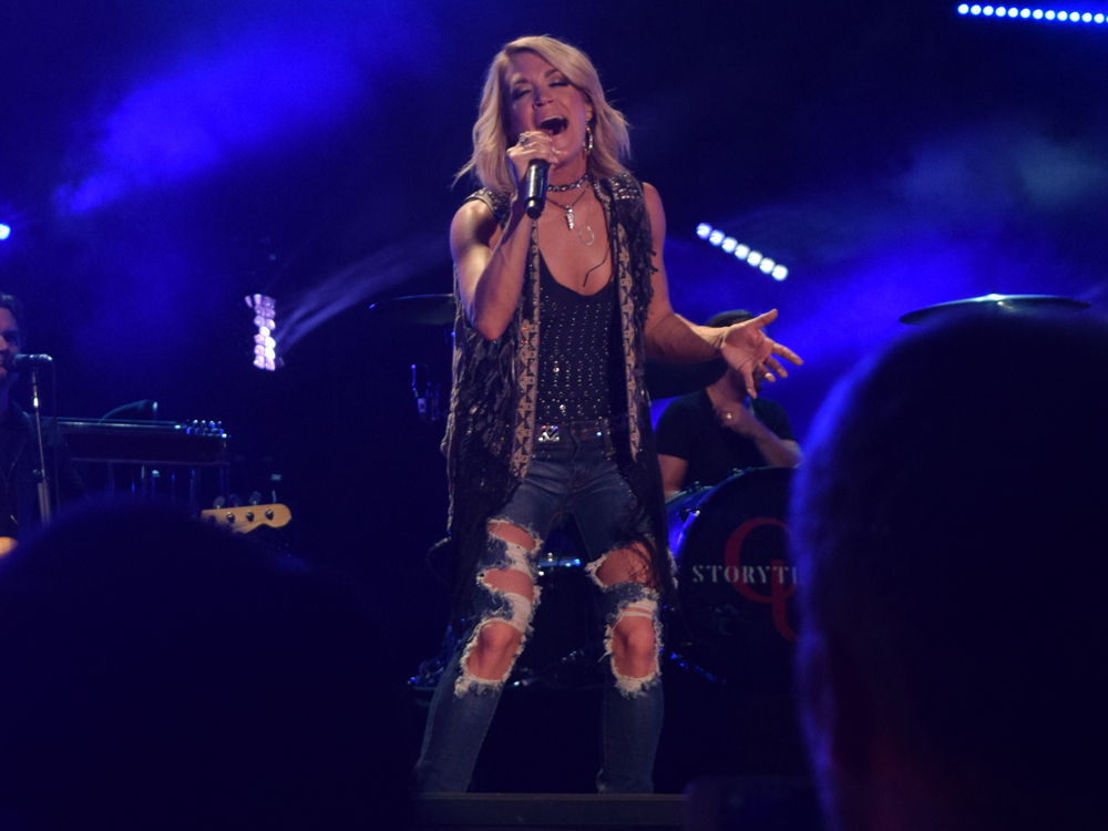 Carrie Underwood Shares X-Ray of Broken Wrist