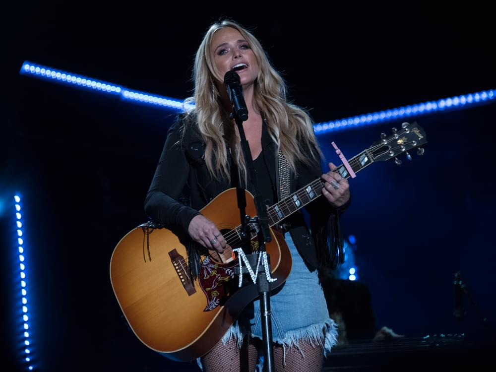 "Even Superstars Like Miranda Lambert Struggle With Onstage Confidence: ""I Have Struggles Like Every Other Girl"""