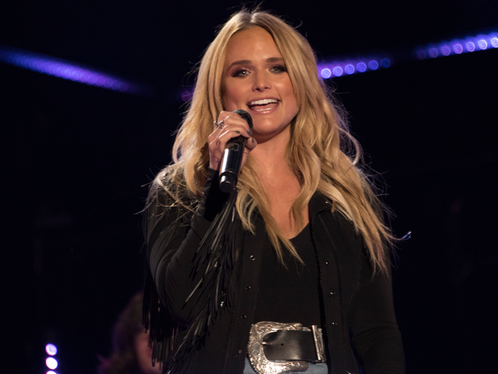 "Watch Miranda Lambert & Maren Morris Team Up for ""No Scubs"" Glam Jam"
