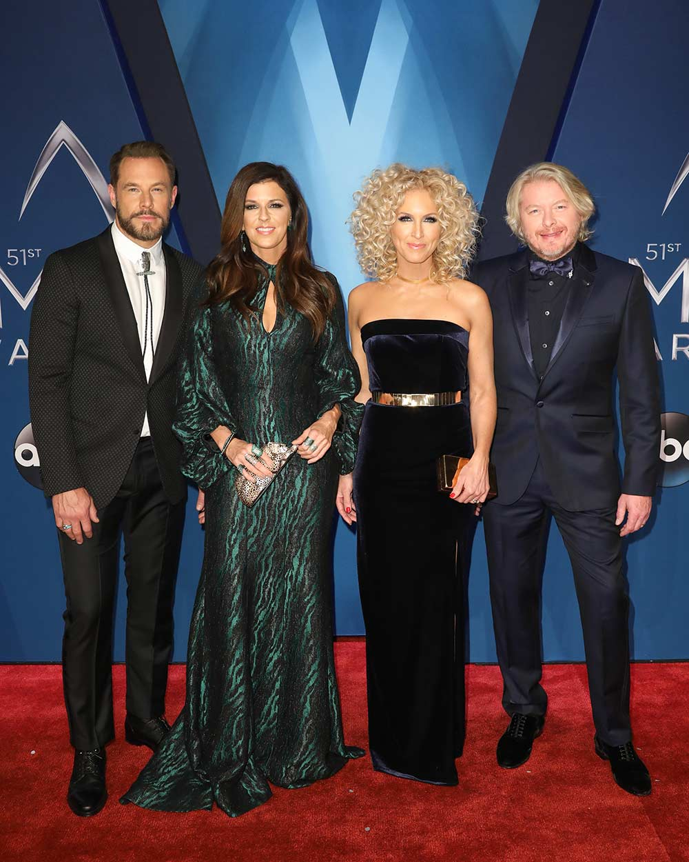 Cma awards red carpet photo gallery with carrie underwood for How many country music awards are there