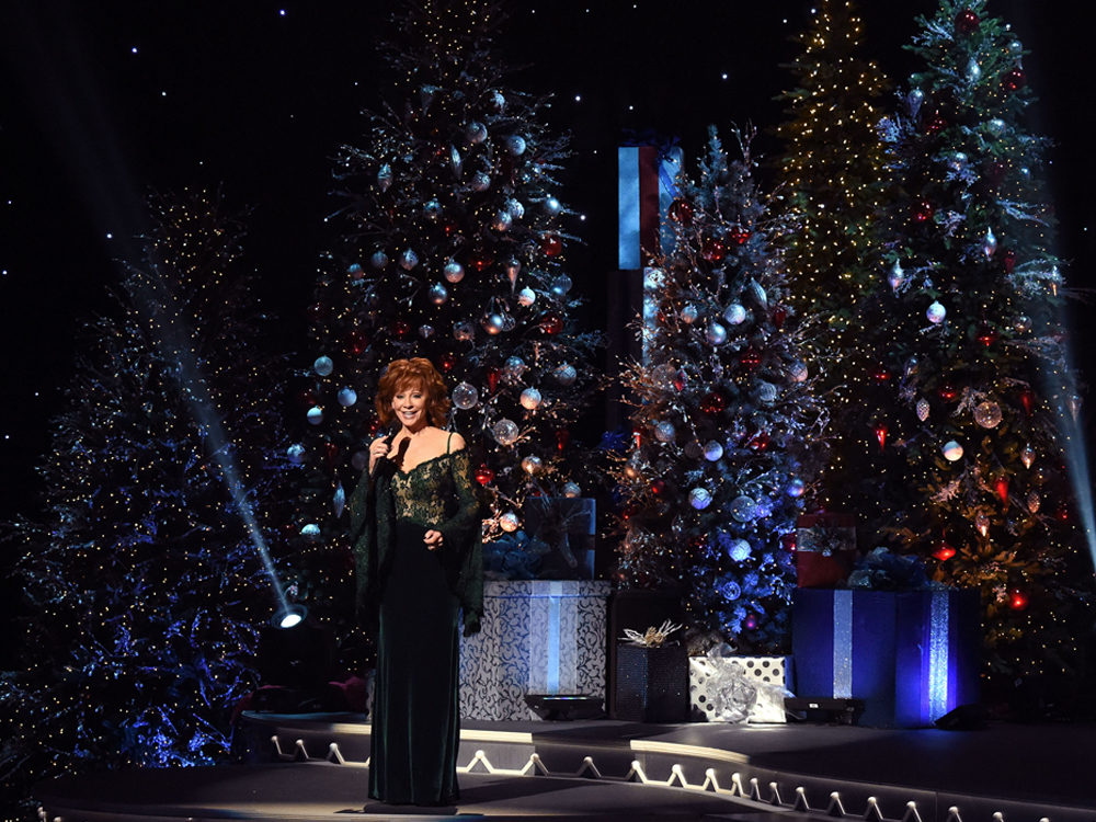 photo gallery cma country christmas with reba alan jackson luke bryan