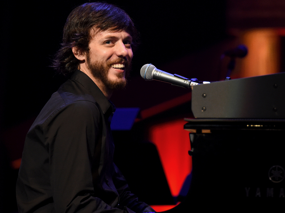 "Watch Chris Janson Perform ""Drunk Girl"" on ""Today"""