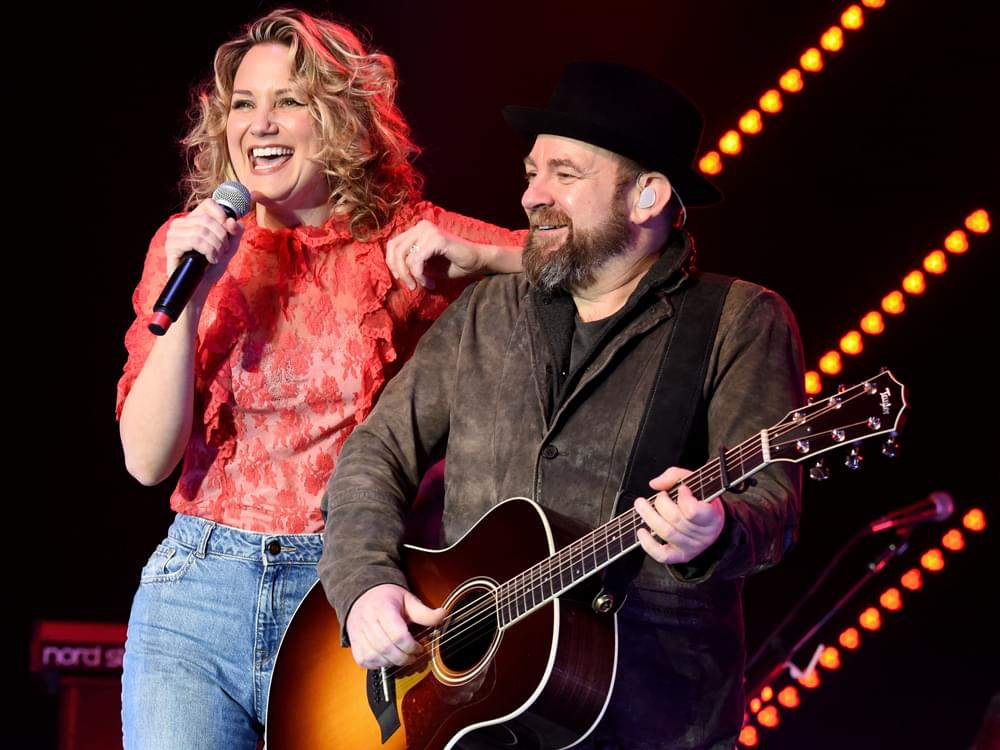 "Sugarland Announces Release of Upcoming Sixth Studio Album, ""Bigger"""