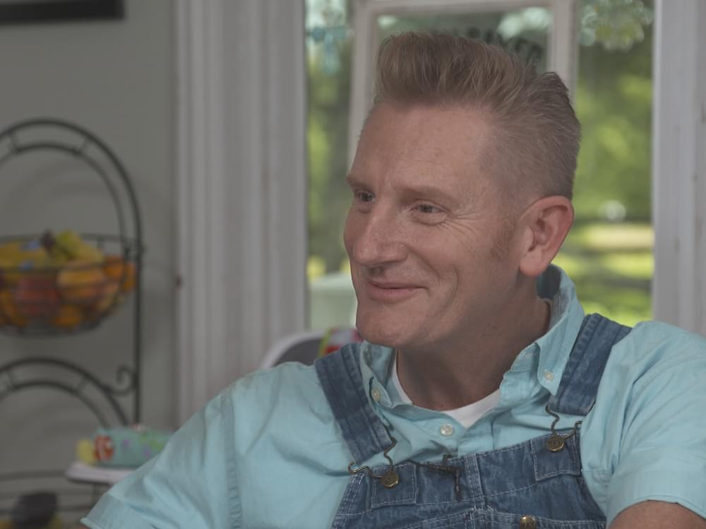 "Rory Feek Opens Up About Performing Solo, Daughter Coming Out & More on ""CBS Sunday Morning"""