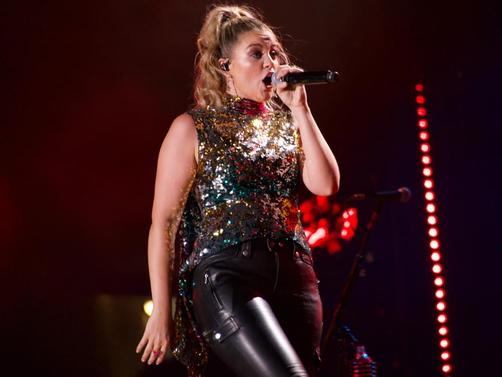 "Lauren Alaina Pays Homage to Reba, Faith, Shania and More in New Single, ""Ladies in the '90s"" [Listen]"