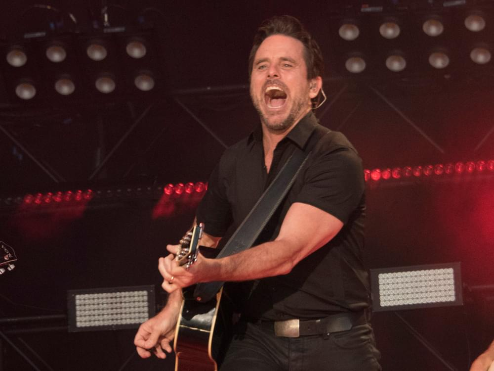 Charles Esten Earns Guinness World Record for 54-Week Streak