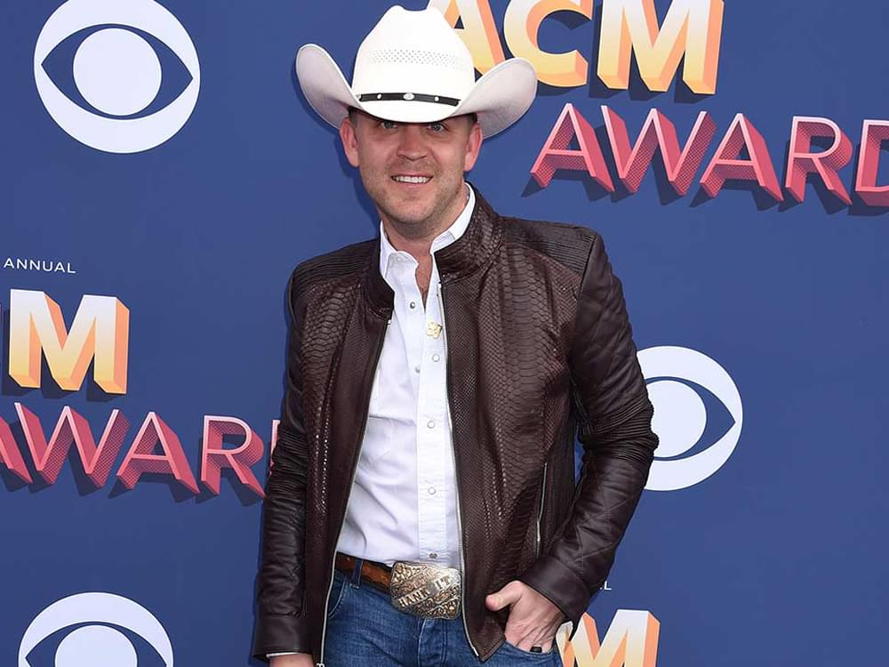 Justin Moore Donates $30,000 to Help Victims of Gun Violence in Schools
